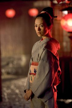 Ziyi Zhang as Chiyo/Sayuri in Memoirs of a Geisha with costume designed by Colleen Atwood Zhang Ziyi, Rob Marshall, Colleen Atwood, Geisha Art, Memoirs Of A Geisha, Blue Kimono, Japanese Geisha, Period Outfit, We Are The World