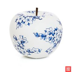 The Royal Blue Collection - Hand painted - Hoog ■ Exclusieve woon- en tuin inspiratie. Gouda, Delft, Caramel Apples, Royal Blue, Tea Cups, Candle Holders, Hand Painted, Candles, Painting