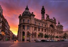 Valencia's Post Office building under a 'burning' sky | Flickr – Compartilhamento de fotos!