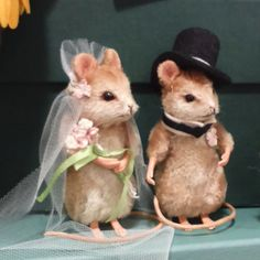 Going to chapel and we're gonna get married... Sweet #mouse #bride & #groom creations at the #TeddyBearzaar fair last week in #Gateshead. #Animals #mice #Wedding #Craft #Creative #Teddy | by ☺Heather ♥✿missypixie✿♥ ヅ