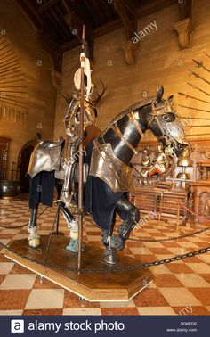 The Great Hall Displays Knight, Armor And Weapon At Warwick Castle Stock Photo, Royalty Free Image: 27187916 - Alamy
