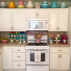 Cheerful colorful vintage kitchen. #vintagekitchen  #colorfulkitchen #retrokitchen