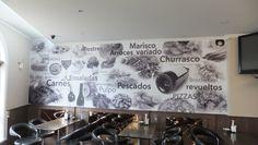 Vinilo de gran dimensión en pared de restaurante