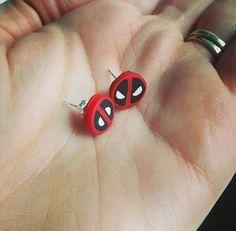 Deadpool Studs por StudioPasat en Etsy