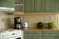 Interior designers reveal 9 things in your kitchen you should get rid of | Business Insider