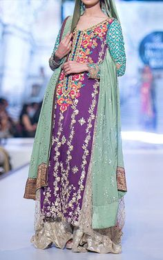 """Tena Durrani's Pantene Bridal Couture week's collection was named as """"Camellia Progressive Collection"""" as it's an extension to her Camellia collection. The collection was amazingly magnificent. Walima Dress, Pakistani Formal Dresses, Pakistani Wedding Outfits, Indian Dresses, Indian Outfits, Wedding Hijab, Desi Wedding, Anarkali Dress, Party Dresses Online"""