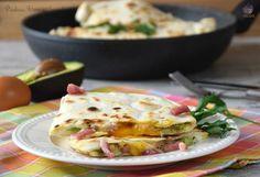 Piadina uova e avocado è una nuova versione da provare ed è abbastanza facile da preparare. Tutti in tavola apprezzeranno la sua bontà