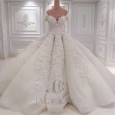 Wowwww @jacykayofficial  #bridebusiness #love #bridalcouture #weddings #bride #couture by bridebusiness