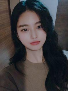 Pretty Korean Girls, Cute Korean Girl, Pretty Asian, Cute Asian Girls, Cute Girls, Aesthetic Fashion, Aesthetic Girl, Pony Makeup, Uzzlang Girl