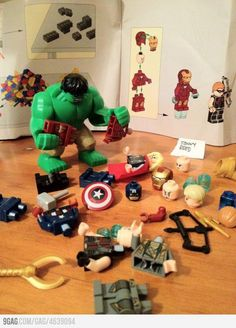 """the joke is Hulk is frustrated trying to """"assemble"""" the Avengers.but my first thought was """"HULK SMASH! Lego Marvel, Marvel Avengers, Lego Hulk, Funny Avengers, Gta 5, Legos, Lego Star Wars, Iron Man, Picture Blog"""
