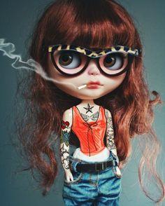 she's been hipsterized.... #ブライス #カスタムブライス #ネオブライス #カワイイ #gbaby #gbabydolls #customblythe #blythe #doll #blythedoll #blythecustom #art #barbie #monsterhigh #pullip #bjd #kawaii #fashion #art #fashionblogger #style #couture #mua #スタイル #ファッション #hipster #tattoo