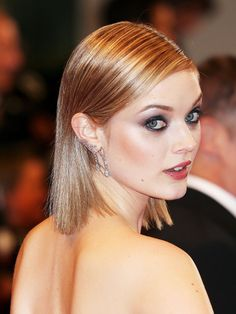 Bella Heathcote's sleek locks and smoky eye makeup make for a sultry beauty look Smoky Eye Makeup, Slicked Back Hair, Fresh Hair, Celebrity Beauty, All Things Beauty, Beauty Trends, Prom Hair, Cannes, Hair Trends