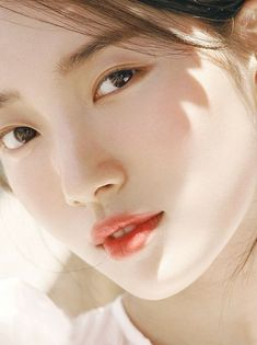 Similar to the previously mentioned Korean skin care trends cloudless skin involves harnessing our pore-refining and brightening products to achieve skin as luminous and even as well a cloudless day. Korean Beauty, Asian Beauty, Beautiful Girl Hd Wallpaper, Miss A Suzy, Beauty Makeup Photography, Bae Suzy, Soyeon, Korean Celebrities, Korean Actresses