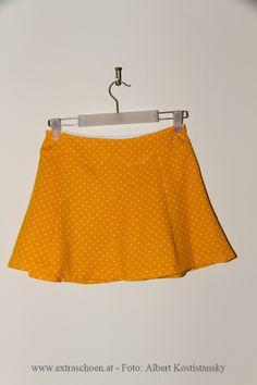 Den hat auch irgendwann, irgendwer selbst genäht. Mir gefällt er !bei www.extraschoen.at Designer, Skirts, Fashion, One Day, Guys, Moda, Fashion Styles, Skirt
