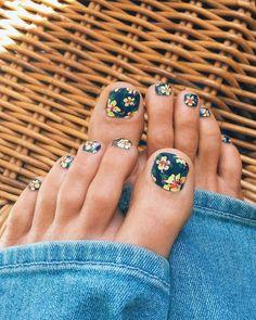 Cute hibiscus print toes.