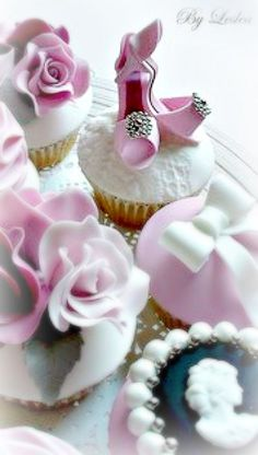 Beautiful shoes cupcakes ~Debbie Orcutt ❤