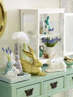 Zu Ostern tummeln sich dutzende Hasen auf unserer Kommode.