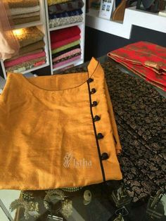 Best 11 Kurti designn – Page 404690716517208247 – SkillOfKing. Chudithar Neck Designs, Kurtha Designs, Salwar Neck Designs, Churidar Designs, Kurta Neck Design, Neck Designs For Suits, Dress Neck Designs, Blouse Designs, Salwar Pattern