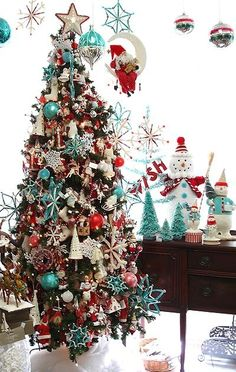 Red and aqua blue are my favorite color combo on a Christmas tree.