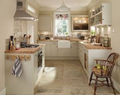 Match Your Sweet Home New Kitchen, Kitchen Dining, Kitchen Decor, Kitchen Country, Small Kitchen Diner, Small Country Kitchens, Cosy Kitchen, Small Cottage Kitchen, Shaker Kitchen