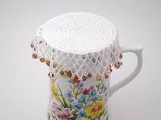 how to make beaded jug covers Crochet Bowl, Bead Crochet, Crochet Doilies, Crochet Coaster, Glass Jug, Glass Beads, Learn To Crochet, Crochet Projects, Needlework