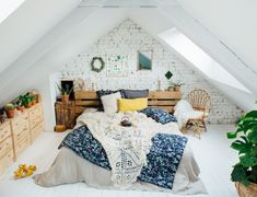 Living Room Modern, Living Room Sofa, Living Rooms, Retro Home Decor, Diy Home Decor, Celine, Blush Bedroom, Pink Bedrooms, Art Deco Home