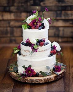 40 Memorable Tea Party For Bridal Shower. 50 Backyard Decoration Ideas Shower This Summer. Berry Wedding Cake, Small Wedding Cakes, Wedding Cake Rustic, Beautiful Wedding Cakes, Wedding Cake Designs, Beautiful Cakes, Naked Wedding Cake With Fruit, Lace Wedding, Summer Wedding Cakes