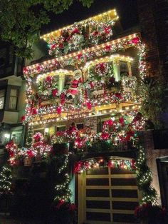 San Francisco house all decked out for Christmas.