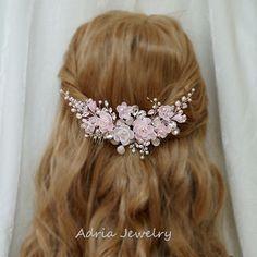 Pink Bridal Fascinator Wedding Hair Comb Blush by adriajewelry Wedding Hair Flowers, Hair Comb Wedding, Bridal Comb, Bridal Hair, Fascinator Wedding, Bridal Headpieces, Bride Reception Dresses, Bride Hair Accessories, Hair Jewelry