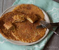 Hartige pannenkoeken van kikkererwtenmeel. Recept voor lekkere hartige pannenkoeken van kikkererwtenmeel en kruiden naar smaak.