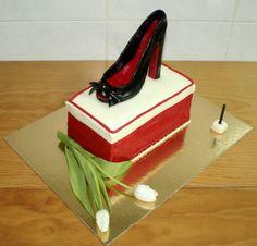 - Copyright Cake Design by Serras -   Bolo de Aniversário - Salto Alto para uma Senhora; High heels for a Lady  Massa de Bolo Chocolate Recheio de Mousse de Chocolate Recheio de Caramelo