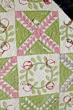 love the soft colors in this...also the wreath block is great with pieced block