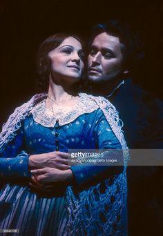 Canadian soprano Teresa Stratas and Spanish tenor Jose Carreras. Metropolitan Opera, Rehearsal Dress, Opera Singers, Classical Music, Lincoln Center, Opera House, Spanish, Celebs, Concert