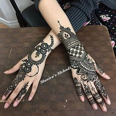 Henna @munirasmehndi #henna #mehndi #whitehenna #wakeupandmakeup #zentangle #boho #monakattan #flowers #hennadesign #tattoo #girlyhenna #art #inspo #hennainspo #hennaart #photooftheday #mendhi #hennaartist #hennatattoo #naturalhenna #bridalhenna #7enna #doodle #art #mandala #trendsandco #beauty #love #feather *
