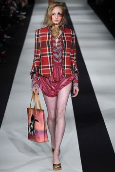 Vivienne Westwood Fall 2015 Ready-to-Wear Fashion Show Collection