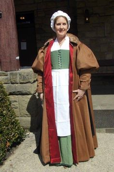 A Elizabethan  loose gown in wool and silk