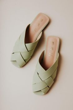 Crazy Shoes, Cute Shoes, Fashion Forward, What To Wear, Style Me, Shoes Heels, Slip On, Sandals, Stylish