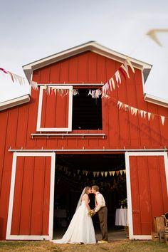DIY barn wedding by Katelyn James Photography (42)