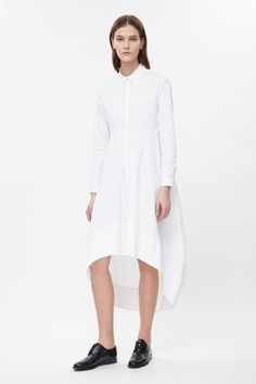 COS- Graduated shirt dress in White - Graduated shirt dress Details Flaring towards a curved, graduated hemline, this dress is made from cotton-mix poplin with a crisp finish. Cos Dresses, Graduation Shirts, Style Minimaliste, Fashion For Women Over 40, Contemporary Fashion, Women's Fashion Dresses, Street Style Women, Plus Size Fashion, Shirt Dress