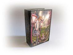 Alice in Wonderland Book Box Trinket Jewelry Alice's | Etsy Alice Book, Alice In Wonderland Book, Personalised Box, Personalized Books, Rabbit Book, Wedding Champagne Flutes, Shabby Chic Flowers, Decoupage Box, Trinket Boxes