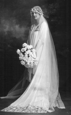 A beautiful 1930s bridal photograph