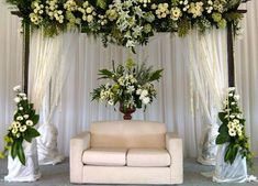 30 Minimalist Wedding Ideas for the Cool Bride - Beauty of Wedding Wedding Stage Backdrop, Wedding Backdrop Design, Wedding Stage Decorations, Engagement Decorations, Backdrop Decorations, Backdrops, Flower Decorations, Decoration Buffet, Wedding Design Inspiration
