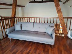 Interieurplaatsing door Home Inspirations Interieurverhuur: een kijkje op de vide met een kantoor en slaapbank