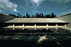 In a woodland setting surrounded by streams and singing birds, the Niki Club & Resorts in Nasu, Tochigi Prefecture, offers guests a relaxing summer, pr Chinese Architecture, Architecture Design, Lake Flato, Japanese Modern, Tropical Design, Interior Design Studio, Places, Outdoor Decor, Houses
