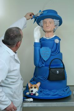 A very lifelike Queen cake, for the Jubilee!
