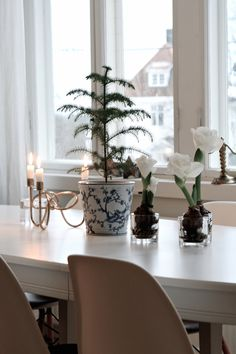 studio karin White Christmas, Merry Christmas, Centerpieces, Table Decorations, Planter Pots, Studio, Furniture, Home Decor, Life