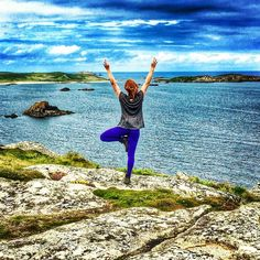My #treepose in the Scilly isles earlier this year, partway through a windy coastal trek. It's one of my favourite #yoga balances and I decided to take in the view while having this pic taken.  #breathtakingscenery #downdogcrow #downdogcrowxheyholla @downdog_crow @heyhollasnaps #heyholla #yogaeverydamnday #ff #balance #yogajourney #picoftheday #instagood #veganyogi #yogisofinstagram #holidayyoga #yogapic