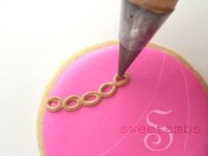 Cookie Tutorial - How To Make A Simple Royal Icing Gold ChainSweetAmbs