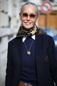Linda V Wright