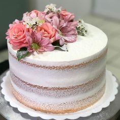 Matcha tea and nettle cake - HQ Recipes Elegant Birthday Cakes, Birthday Cakes For Women, Elegant Cakes, Pretty Cakes, Beautiful Cakes, Amazing Cakes, Rustic Cake, Just Cakes, Drip Cakes